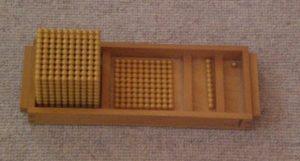 Montessori-Arithmetikmaterial-1, Goldene Perlen für die Stellenwert-Erarbeitung